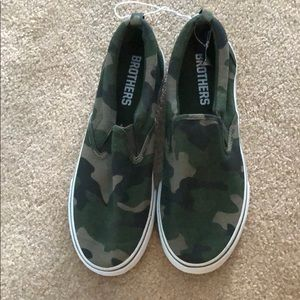 Boys Brothers Camo boat style shoes Size 8